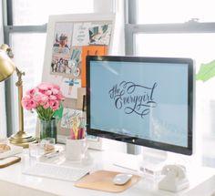 Home Office // Desk // Apartment // Interior Design // Home design Web Design, Layout Design, House Design, Design Ideas, Cheap Couch, Ideas Prácticas, Room Ideas, Decoration Inspiration, Desk Inspiration