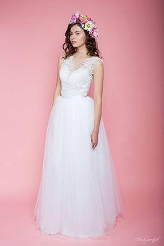 Svadobné šaty vyšívané korálkami s tylovou sukňou ZĽAVA