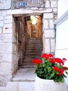 #vodice #visitcroatia #croatia Minne, Croatia, Travelling, Stairs, Country, Beautiful, Home Decor, Stairway, Decoration Home