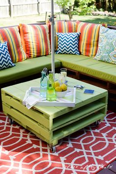 DIY pallet furniture-patio makeover- www.placeofmytaste.com