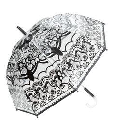 Check this out! Paraply i gennemsigtig plast med trykt mønster og plasthåndtag. Længde 77 cm. – Gå ind på hm.com for at se mere.
