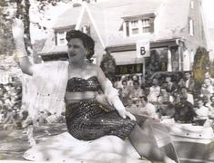 Patsy Cline in the Apple Blossom Parade Winchester, Virginia Country Artists, Country Singers, Country Music, Music Icon, Her Music, I Fall To Pieces, Uk Images, Bing Images, Patsy Cline