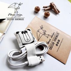 Returning from the holidays, you too found the computer cables while . Baby Hamper, Fabric Handbags, Sewing Toys, Handmade Design, Diy Flowers, Diy For Kids, Creative Design, Diy Gifts, Hand Sewing