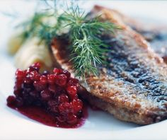 Strömming/baltic herring. Жареная селедка..с ягодами!