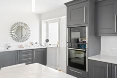 Beautiful smooth painted Shaker Kitchen in Graphite. Wonderful White Quartz Worktops Kitchen Cost, Real Kitchen, Kitchen Paint, Kitchen Cabinets, Kitchen Showroom, Timber Furniture, Shaker Kitchen, White Quartz, Shaker Style