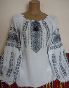 Embroidery On Clothes, Embroidered Clothes, Tunic Shirt, Tunic Tops, Tree Patterns, Cross Stitch Patterns, Short Dresses, Bell Sleeve Top, Costumes
