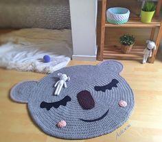 Image of Alfombra infantil koala Crochet Mat, Crochet Rug Patterns, Crochet Carpet, Crochet Wool, Love Crochet, Animal Rug, Knit Rug, Childrens Rugs, Crochet Home Decor