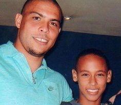 Ronaldo Nazario con un pequeño joven, Neymar Jr. Pasado, Presente y Futuro de la Selección Brasileña.