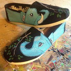 hand painted toms shoes. ready to wear women size 7 toms shoes, elephant family