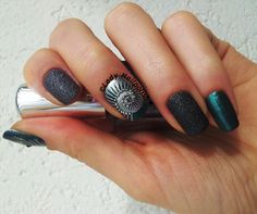 ALIEN Manicure in Honor of H.R. GIGER  MoYou Pro Collection 05 & Nail Craze 01 http://ladynailpolishnathalie.blogspot.ch/2014/05/alien-manicure-in-honor-to-hr-giger.html