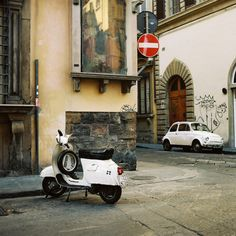 Two italian symbols in white in a photo (Italy 08 #10 by sugu on Flickr, via annaharo)