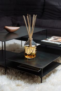 Rückl x Meadows   Handcut and handpainted crystal diffuser. 14 carat gold. Unique collaboration with candle and scent manufacturer. Designed by Rony Plesl Crystal Vase, Clear Crystal, Carat Gold, Diffuser, Collaboration, Modern Design, Candle, Pure Products, Crystals