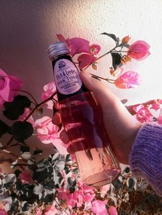 Pin by c h l o e on rose brujas pink aesthetic quartz dusty bedroom interior gold grunge Alcohol Aesthetic, Aesthetic Roses, Aesthetic Grunge, Aesthetic Vintage, Aesthetic Photo, Aesthetic Girl, Aesthetic Themes, Aesthetic Bedroom, Milk Shakes