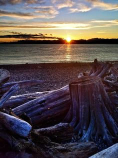 April 12 sunset from Beach Drive in West Seattle. Copyright© 2012 Robinson Newspapers