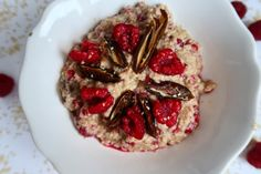 Millet porridge with fresh dates and rasberries:) Fresh Dates, Ale, Oatmeal, Hands, Breakfast, Food, The Oatmeal, Morning Coffee, Ale Beer