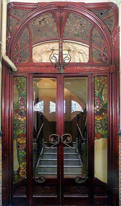 Art Nouveau - Une porte à Barcelone