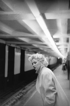 Marilyn waiting for a subway train