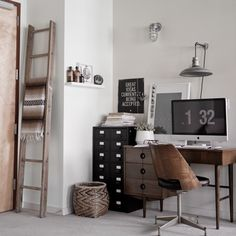 Gray Wood ladder with blankets - Living Room