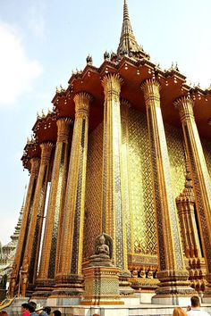 The Grand Palace, Bangkok, Thailand. The most beautiful buildings in Bangkok! Oh The Places You'll Go, Places To Travel, Places To Visit, Thailand Travel, Asia Travel, Croatia Travel, Hawaii Travel, Italy Travel, Thailand Tourism