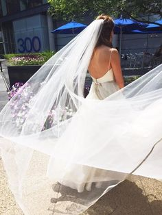 "Thanks for the awesome review Lindsey! 😁 ""Brittany from Happily Ever Borrowed actually purchased this veil based on my query about the beautiful Sara Gabriel veil that at the time was not listed on the site. It came earlier than expected and was absolutely stunning. The process was easy and it made my look complete."" Wan it?? Rent it! 👉🏻 https://www.happilyeverborrowed.com/collections/veils/products/chloe-veil?variant=31695351506"
