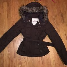 Hollister Winter Jacket Chocolate brown winter jacket with fur hood. In excellent condition other than minor discoloration on collar ( as shown in 2nd pic) and NEEDS NEW ZIPPER!!! Would look nice with chocolate brown UGGS I also have for sale! ❤️ Hollister Jackets & Coats Puffers