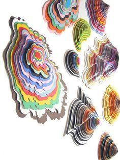Esculturas de papel: Utilizar hojas grandes de papel y luego una forma genérica…