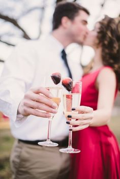 21 Valentines Day-Inspired Engagement Shoots via Brit + Co