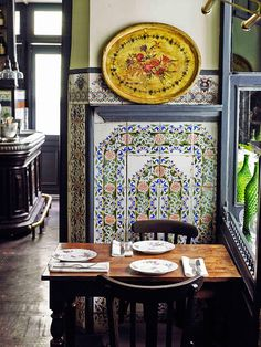 Carmencita keeps its original tiles and the flavor of yesteryear … Madrid Spain Best Hotels In Madrid, Mexican Kitchen Decor, Madrid Travel, Tapas Bar, Food Places, Decoration Design, Most Beautiful Cities, Spain Travel, Gastronomia