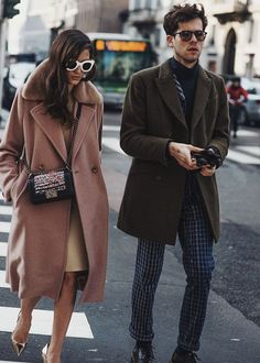 Street style at Milan Fashion Week. Makes me excited for winter fashion! Fashion Couple, Look Fashion, Street Fashion, Net Fashion, Fashion Clothes, Trendy Fashion, Fall Fashion, Fashion Trends, Cheap Fashion