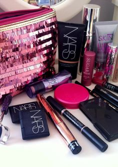 the only 10 things you ever need in your makeup bag!