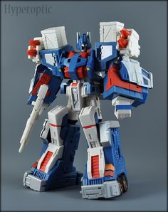Ultra Magnus (Classics 2.0 Ultra Magnus with Fansproject City Commander Armour)