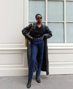 Basic Outfits, Light Wash Jeans, Fashion Editor, Who What Wear, Black Denim, Wardrobe Staples, Beautiful Outfits, Fashion Forward, Mom Jeans