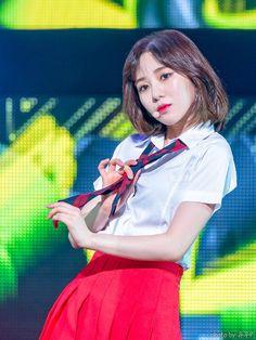 Kwon Mina, Fnc Entertainment, Seolhyun, Girl Bands, Korean Girl Groups, Kpop Girls, Favorite Color, Singer, Actresses