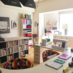 Love the wraparound desk