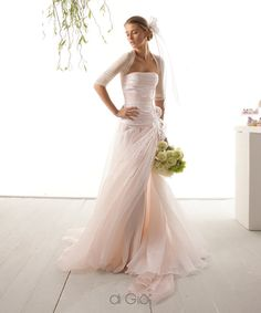 Le Spose di Giò romantic and beautiful tulle dress! Love this soft pink Wedding Dress Organza, Pink Wedding Dresses, Pink Gowns, Designer Wedding Dresses, Bridal Dresses, Wedding Gowns, Tulle Dress, Light Dress, Wedding Attire