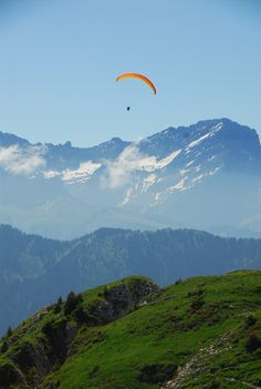 Vaud Paragliding in Leysin Paragliding, Central Europe, Sky High, Places Ive Been, Beautiful Places, Wanderlust, Photos, Pictures, Bucket