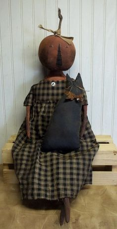 Primitive Grungy Halloween Pumpkin Lady Doll & Her Kitty Cat Primitive Fall Crafts, Primitive Halloween Decor, Primitive Pumpkin, Primitive Christmas, Diy Halloween Decorations, Primitive Autumn, Rustic Halloween, Halloween Doll, Halloween Items