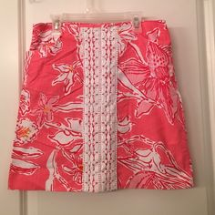 Lilly Pulitzer Skirt This adorable Lilly Pulitzer skirt features a crochet detail on the front. Great condition! Lilly Pulitzer Skirts