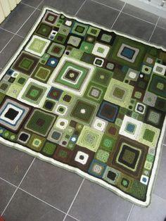 Ravelry: Saermae's Tiinan ja Jussin häälahja A crocheted blanket that looks like a modern quilt. Love this!
