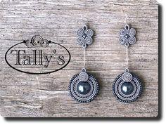 Soutache Pattern, Soutache Tutorial, Earring Tutorial, Diy Earrings, Earrings Handmade, Handmade Jewelry, Silk Ribbon Embroidery, Embroidery Jewelry, Beaded Brooch