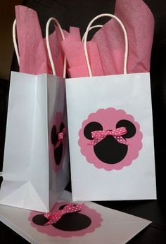 Minnie or Mickey Mouse Treat Goody Bag ; something like this for the girls and the boys black bags with a red circle and a mickey! Minnie Mouse 1st Birthday, Minnie Mouse Theme, Minnie Mouse Baby Shower, 1st Birthday Parties, Birthday Ideas, 2nd Birthday, Minnie Baby, Mickey Mouse Treats, Mickey Cakes