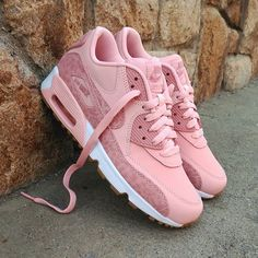 "new arrival 3d1c3 269d4 Loversneakers.com on Instagram  ""Nike Air Max 90 SE Leather GS Coral Size  Man - Precio  109,90€ (Spain Envíos Gratis a Partir de 99€)  www.loversneakers.com…"