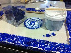 Jugando con botellas de cristal azul!