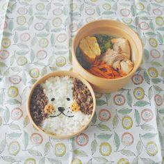 そぼろ犬です . 牛味噌そぼろ、ツナマヨ入り卵焼き、レタスのごまポン酢和え、チキンの塩だれ焼き、にんじんのおかか和え、シシトウの甘辛 . beef soboro with miso, omelet with tuna & mayo, boiled lettuce with sesame oil & ponzu, grilled chicken, boiled carrots mixed with finely chopped katsuobushi, salted and sweetened green peppers . #弁当 #bento #お弁当 #暮らし #お昼ごはん #lunch #ランチ #料理 #Cooking #life #Japanesefood #meal #lunchbox #vscocam #手作り弁当 #サラメシ #わっぱ #曲げわっぱ # #dog #犬 #そぼろ #キャラ弁 #大人のデコ弁 #顔弁 #デコ弁 #deco #face #micvany