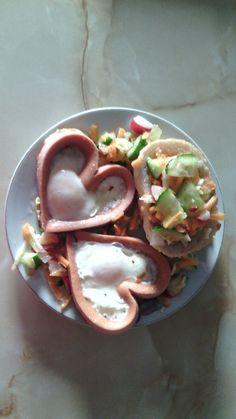 Mic dejun pentru Ziua Indragostitilor Tacos, Mexican, Ethnic Recipes, Projects, Food, Blue Prints, Hoods, Meals, Tile Projects