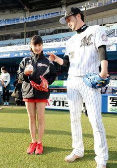【写真】土屋太鳳 華麗な投球フォームを披露/芸能/デイリースポーツ online