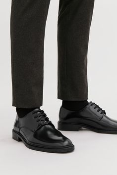 This style is only available online A classic style, these derby shoes are made from polished leather. Mens Fashion Shoes, Men S Shoes, Men Dress, Dress Shoes, Dress Clothes, Mens Derby Shoes, Simple Shoes, Me Too Shoes, All Black Sneakers