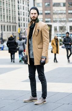 Street Style in New York. Leather gloves and beige topcoat are another thing I need in my closet.