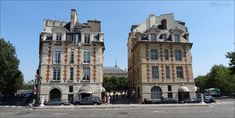 Picture of the entrance to Place Dauphine between the two identical ...