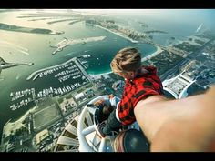 Crazy Russian guys on the roof top in Dubai. Princess Tower .414 m (1,356 ft) - Art'einsky